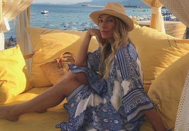 PRŠTE KOMENTARI NA INSTAGRAMU: Ana Stanić na plaži u pozi ravnoj jednom top modelu!