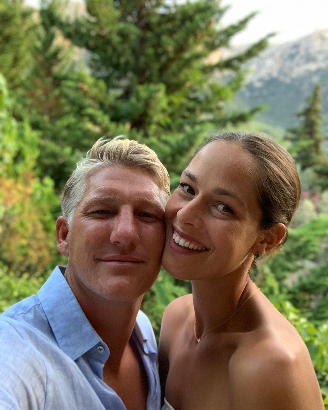 MNOGO TE VOLIMO: Ana Ivanović čestitala suprugu Bastijanu Švajnštajgeru Dan očeva (FOTO)