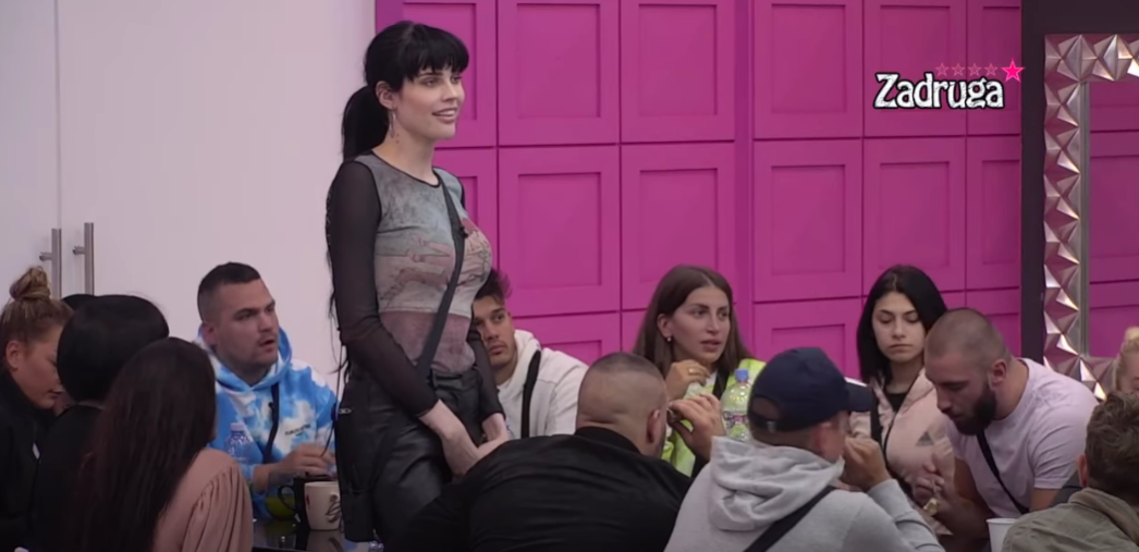 DA LI SI DRŽALA DVA KU*CA ODJEDNOM? Deniz Dejm progovorila o oralnom seksu u karantinu, Lepi Mića dokrajčio cimerku pitanjem (VIDEO)